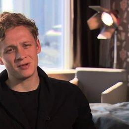 Matthias Schweighöfer über seine Rolle Paul - Interview Poster