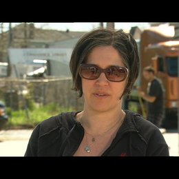 NICOLE KASSELL -Regisseurin- über die Dreharbeiten - OV-Interview Poster