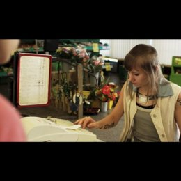 Marisa und Rasul im Supermarkt - Szene Poster