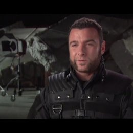 "Liev Schreiber - ""Victor Creed"", ""Sabretooth"" - OV-Interview Poster"