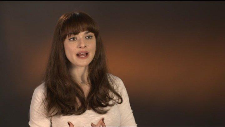Rachel Weisz (Rose Daly) über die Ehe von Rose und Michael - OV-Interview Poster