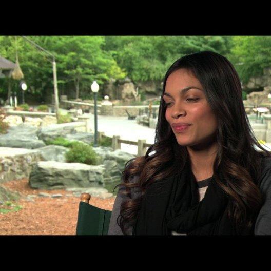 Rosario Dawson über die Beziehung zwischen Griffin und Kate - OV-Interview Poster