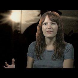 MALIN AKERMAN -Robin Comley- über ihre Rolle - OV-Interview Poster