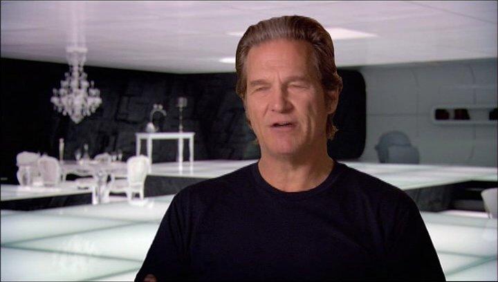 Jeff Bridges (Kevin Flynn - Clu) über die Sets von Tron Legacy - OV-Interview Poster