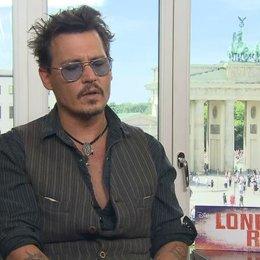 Johnny Depp - Tonto - über den Reiz von Geschichten, die er noch erzählen möchte - OV-Interview Poster