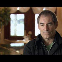Timothy Dalton (Chief Inspector Jones) über die Geschichte - OV-Interview Poster
