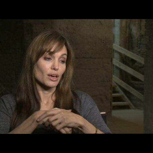 Angelina Jolie über die frühe Entwicklung des Skripts - OV-Interview Poster