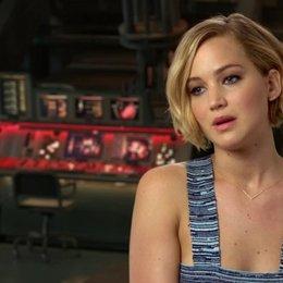Jennifer Lawrence - Katniss Everdeen - über die veränderte Beziehung von Katniss und Gayle - OV-Interview Poster