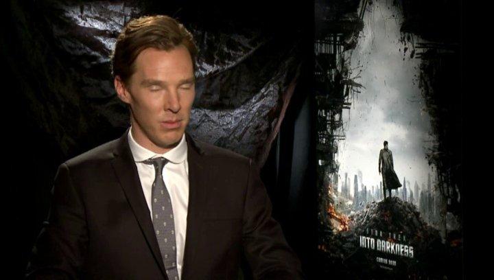 Benedict Cumberbatch - John Harrison - darüber wie es ist den Bösewicht zu spielen - OV-Interview Poster