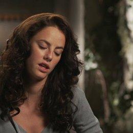 Kaya Scodelario - Teresa - über die Lichtung - OV-Interview Poster