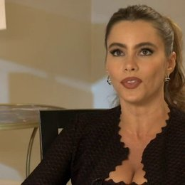 Sofia Vergara - Selima - über die Zusammenarbeit mit Sharon Stone - OV-Interview Poster