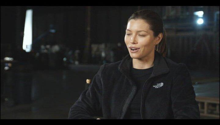 """Jessica Biel - """"Capt. Charisa Sosa"""" über die Schauspieler - OV-Interview Poster"""