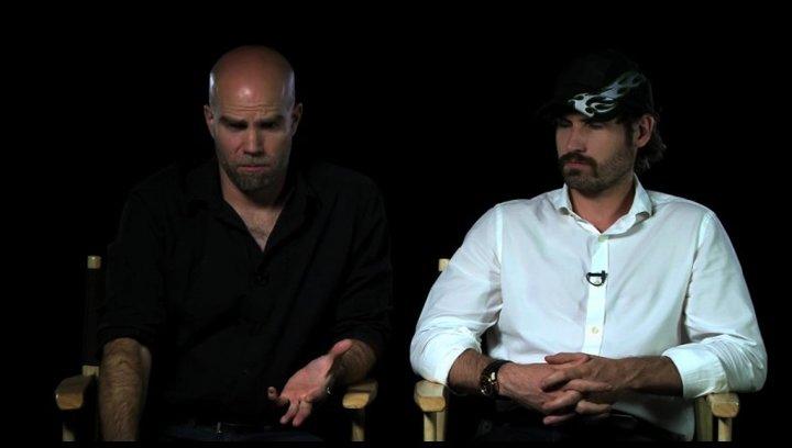 Mark Neveldine und Brian Taylor über den Schauspieler Nicolas Cage - OV-Interview Poster