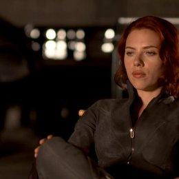 Scarlett Johansson - Natasha Romanoff - Black Widow über die Familiendynamik in der Story - OV-Interview Poster