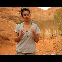 Suttirat Larlarb über ihre Einschränkungen aufgrund der Story - OV-Interview Poster