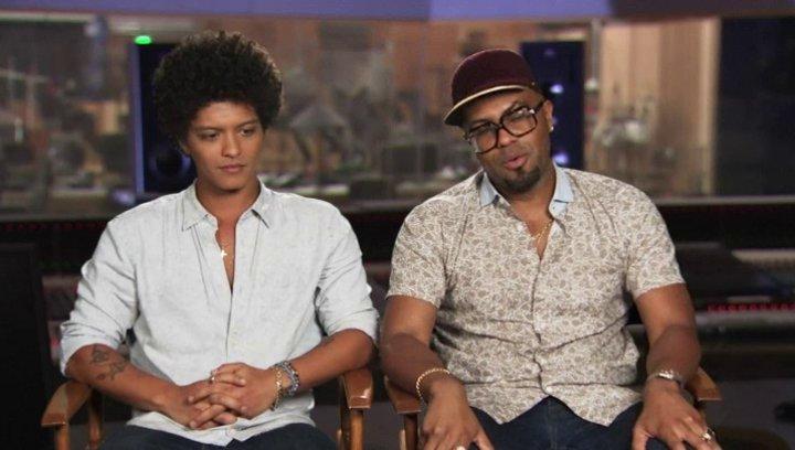Bruno Mars & Philip Lawrence - Roberto & Felipe - über Felipe - OV-Interview Poster