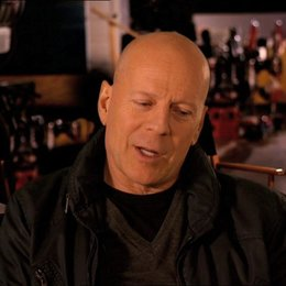Bruce Willis (John McClane) über die Größe des Filmes - OV-Interview Poster