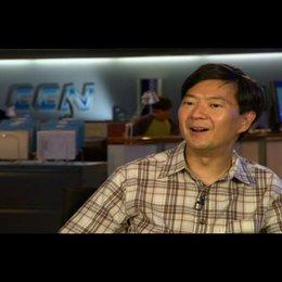 """Ken Jeong - """"Angus"""" / über seine Rolle - OV-Interview Poster"""