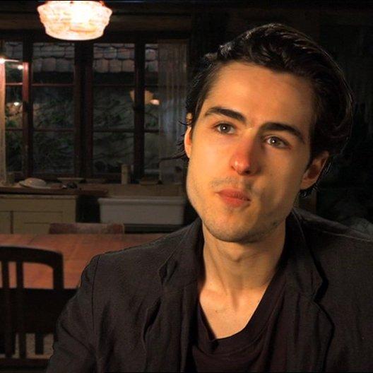 Ben Schnetzer - Max - darüber, wie aufregend es war, ein Teil des Films zu sein - OV-Interview Poster