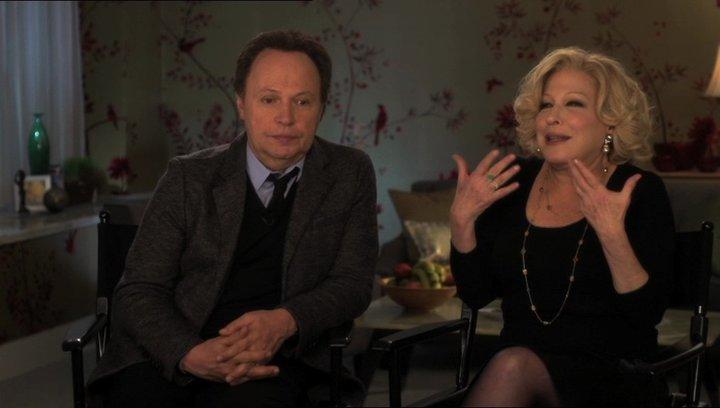 Billy Crystal (Artie Decker und Produzent) mit Bette Midler (Diane Decker) über etwas für alle - OV-Interview Poster