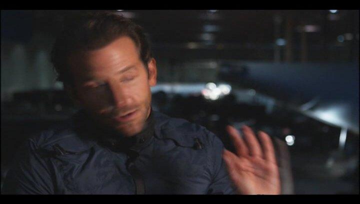 """Bradley Cooper - """"Faceman"""" über Quinton """"Rampage"""" Jackson - OV-Interview Poster"""