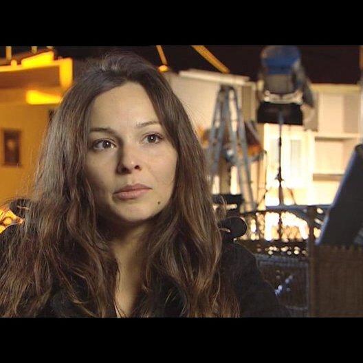 """Mina Tander (""""Sara"""") über """"Saras"""" Konflikt mit den zwei Männern - Interview Poster"""
