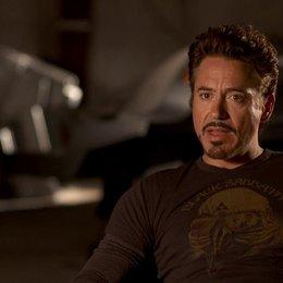 Robert Downey Jr - Tony Stark - Iron Man über die Arbeit mit Marc Ruffalo - OV-Interview Poster