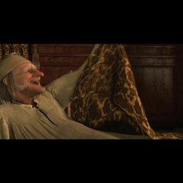 """""""Ich bin noch da!"""": Ebenezer Scrooge freut sich, dass er noch am Leben ist. - Szene Poster"""