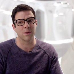 Zachary Quinto - Spock - über die Zusammenarbeit mit Chris Pine - OV-Interview Poster