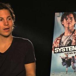 Tim Oliver Schultz über Max - Interview Poster