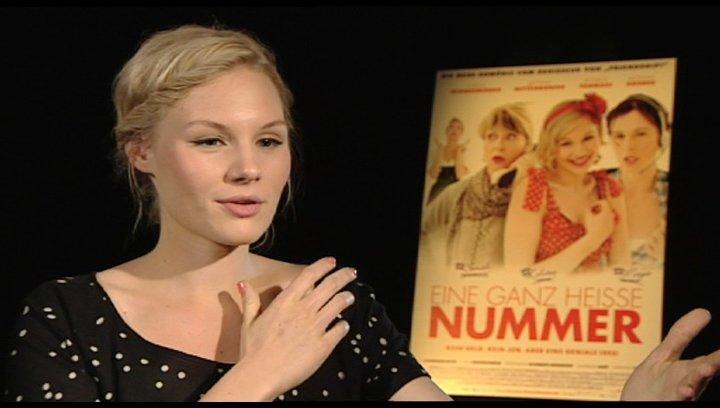 Rosalie Thomass über ihre Lieblingsszene beim Dreh - Interview Poster
