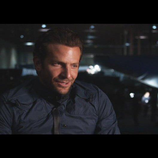 """Bradley Cooper - """"Faceman"""" über einen Kindheitstraum - OV-Interview Poster"""