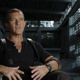 Antonio Banderas - Galgo - darüber, ein Teil des Franchise zu sein - OV-Interview Poster