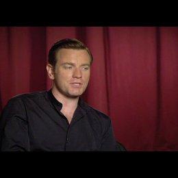 """Ewan McGregor (""""Camerlengo"""") über seine Rolle - OV-Interview Poster"""