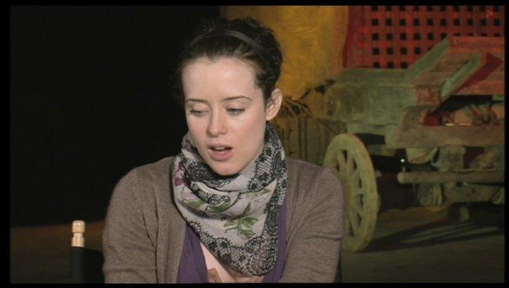 Claire Foy über die Zusammenarbeit mit Cage - OV-Interview Poster