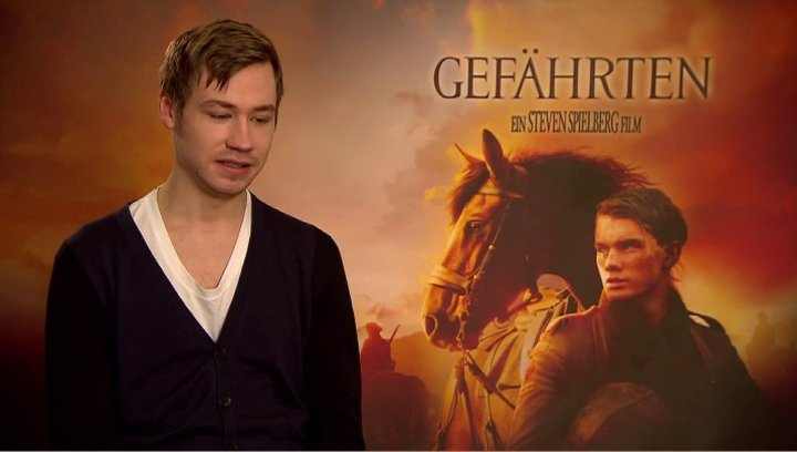 David Kross (Gunther) über das Reiten - Interview Poster