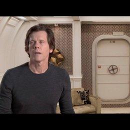 Kevin Bacon über echte Effekte in seiner ersten Szene - OV-Interview Poster