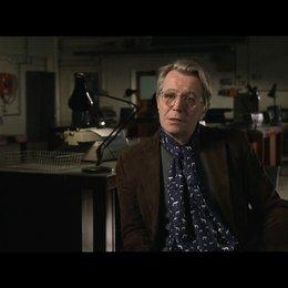 GARY OLDMAN -George Smiley- über 'Keine Spielereien, keine Aston Martins' - OV-Interview Poster