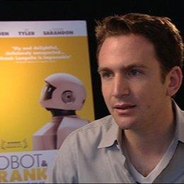 Jake Schreier - Regisseur - über die Arbeit mit Frank Langella - OV-Interview Poster