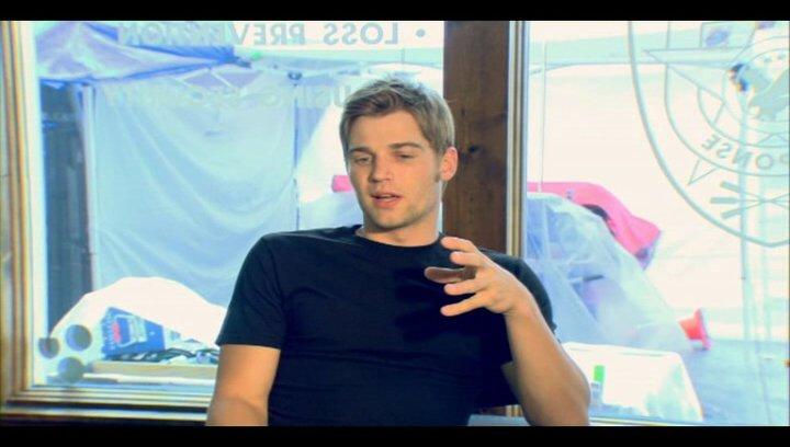 Mike Vogel (Jack) über seine Rolle - OV-Interview Poster
