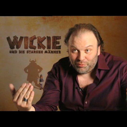 """Waldemar Kobus als """"Halvar"""" auf dem Wikingerschiff - Interview Poster"""