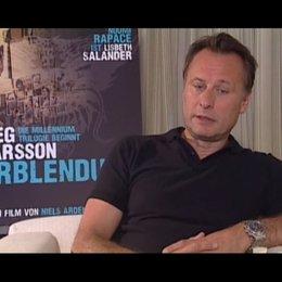 Michael Nyqvist über das Besondere an den Büchern von Stieg Larsson - OV-Interview Poster