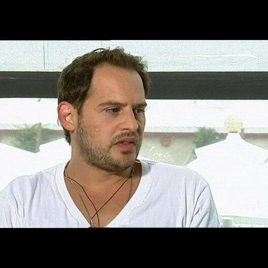 Moritz Bleibtreu über seine Rolle - OV-Interview Poster