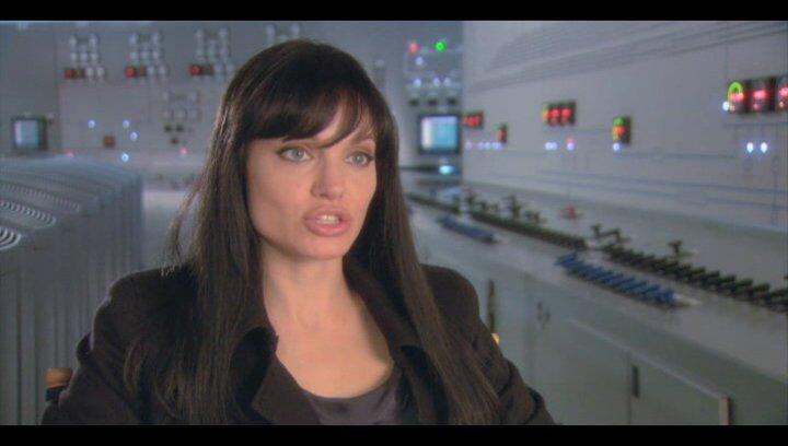 Angelina Jolie (Evelyn Salt) über den Film - OV-Interview Poster