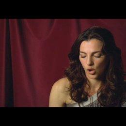 """Ayelet Zurer (""""Vittoria Vetra"""") über Ron Howard - OV-Interview Poster"""