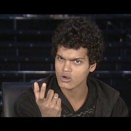 """Madhur Mittal """"Salim"""" - über en titel """"Slumdog Millionär"""" - OV-Interview Poster"""