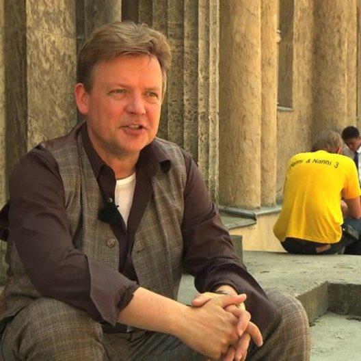 Justus von Dohnanyi über den Spaß beim Dreh - Interview Poster