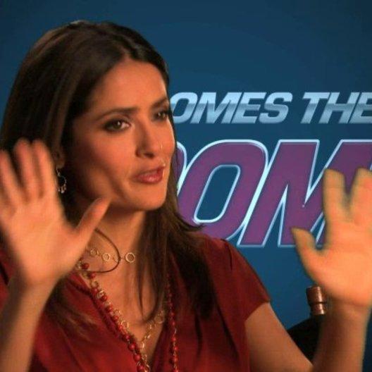Salma Hayek über Kevin James - OV-Interview Poster