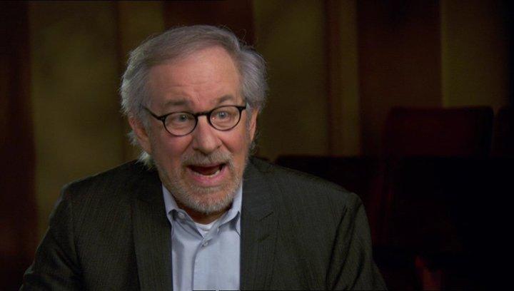 Steven Spielberg (Regisseur-Produzent) über die Gestaltung der Erzählung - OV-Interview Poster