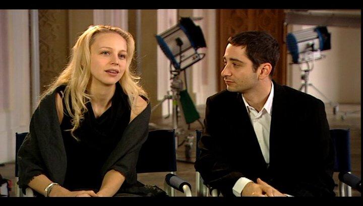Petra Schmidt-Schaller und Denis Moschitto (Gabi und Ali) über Cenk - Interview Poster